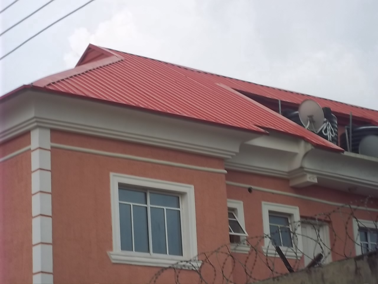 Nigeria parapet for house and windows pop design for Parapet roof design pictures